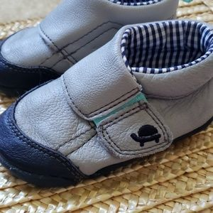 Carters Size 4 Shoes